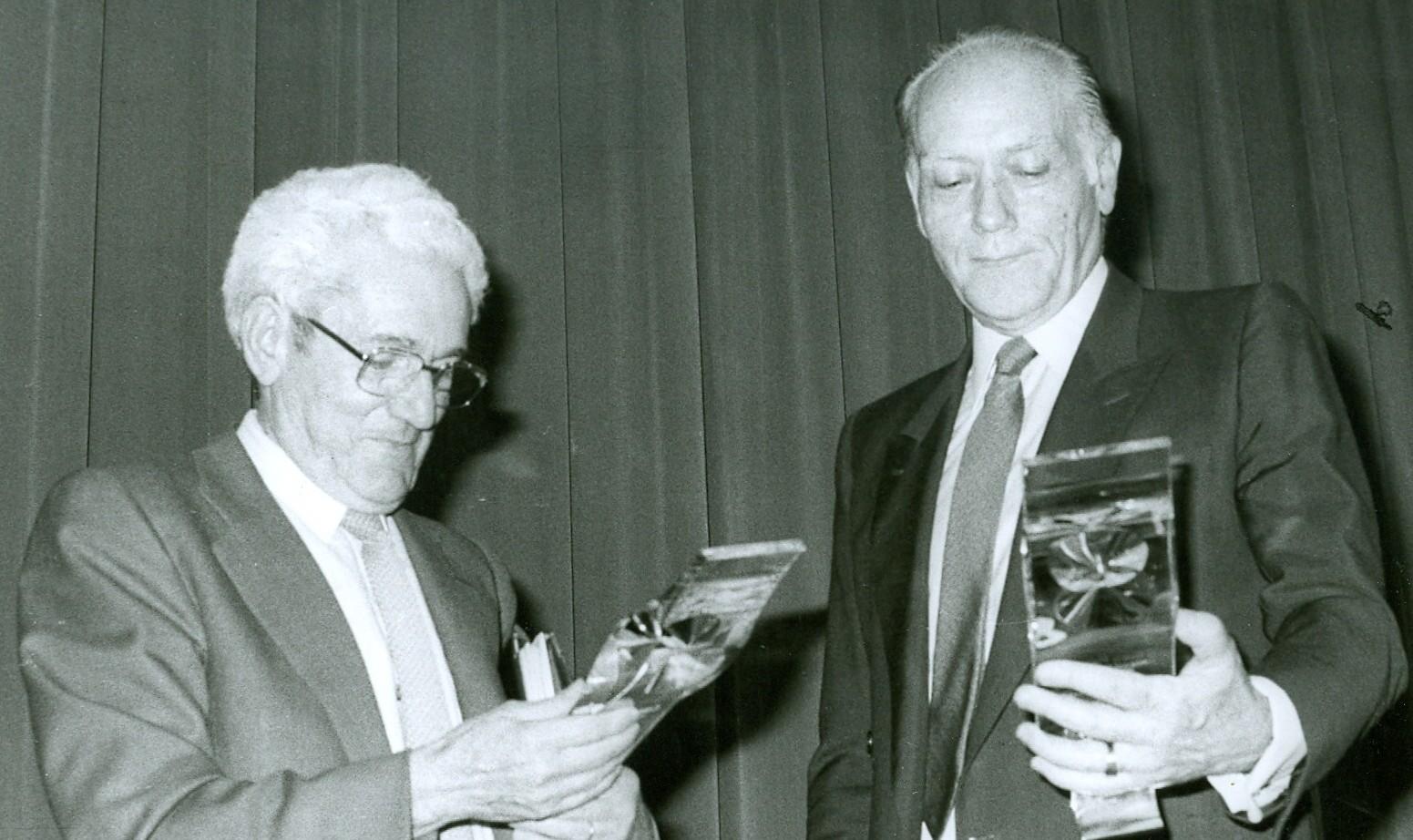 Con Marcelino Camacho en la entrega de premio de Transparencia informativa de 1986, 2 copia